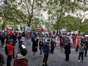 Über 100 Leute erschienen trotz zwischenzeitlichem Regen und Hagel zur Kundgebung am Rotkreuzplatz!